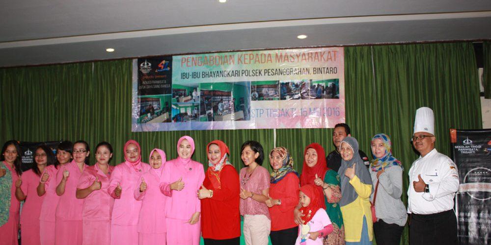 Kursus Masak Ibu Anggota Bhayangkari Polsek Pesanggrahan