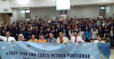 Kunjungan SMA Santo Petrus STPT