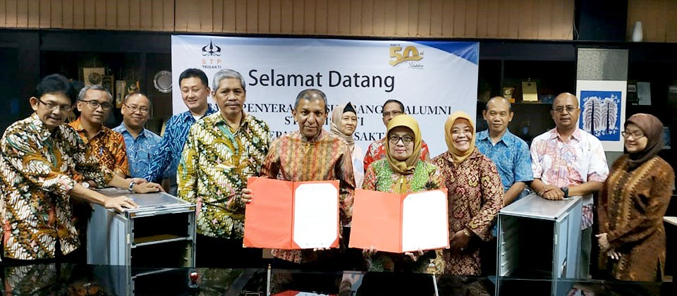 Alumni Peduli Almamater1